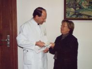 Spendenübergabe an Prof. Schweinitz